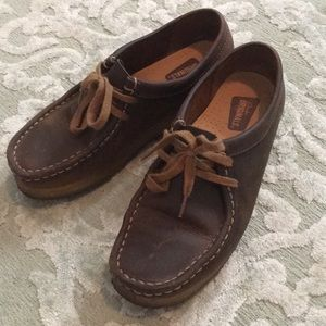 Clarks Wallabees—Dark brown leather/low top